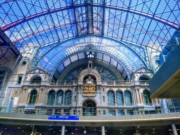アントワープ中央駅は世界一美しい駅、鉄道の大聖堂