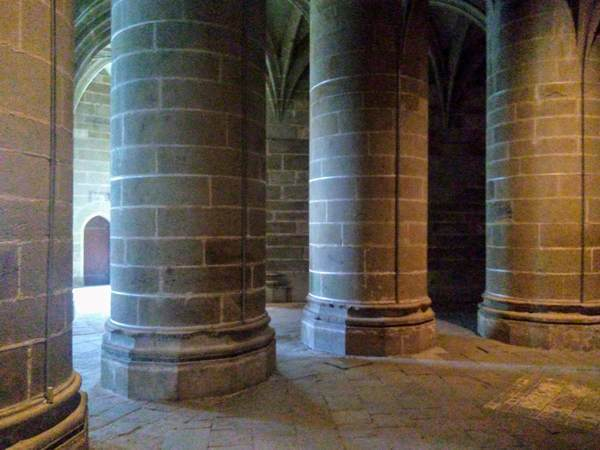 モンサンミッシェルの修道院内部