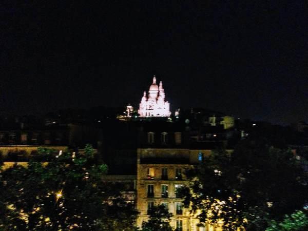 ライトアップされたサクレ・クール寺院