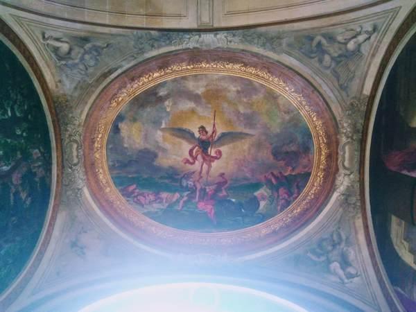 ドラクロワのフレスコ画『悪魔を撃つ大天使ミカエル』