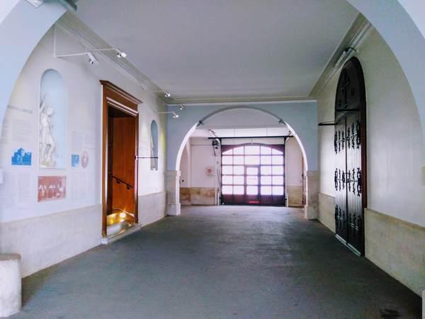 奇跡のメダイユ教会の礼拝堂の入口