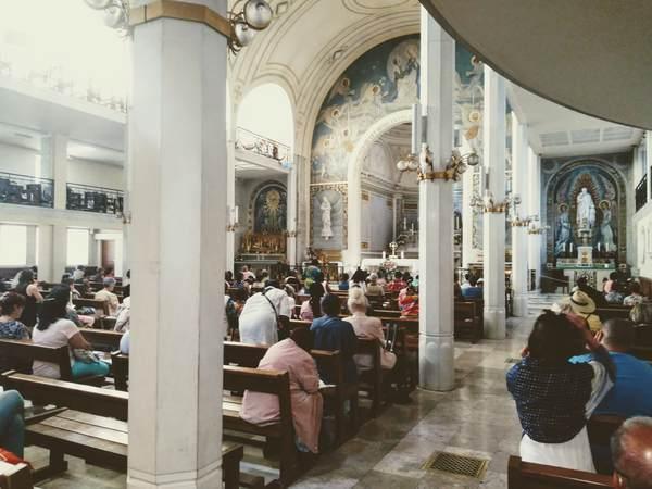 奇跡のメダイユ教会の礼拝堂