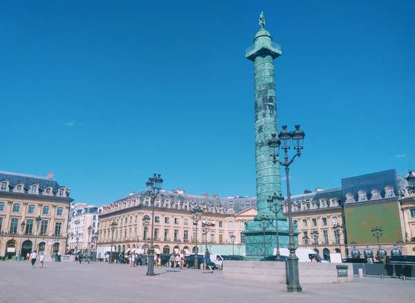 ヴァンドーム広場にあるオーステルリッツ記念柱