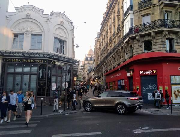 アンヴェール駅周辺の街並み