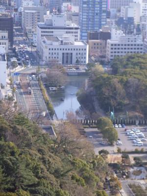 松山城の第二天守閣から堀を望む