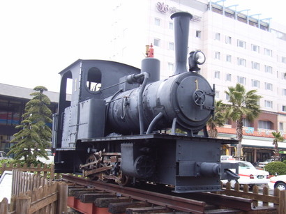 蒸気機関車の模型@宇和島駅前