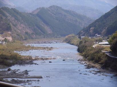 四万十川を横切る