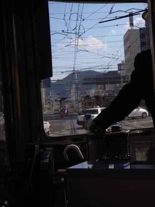 信号待ちの路面電車@高知
