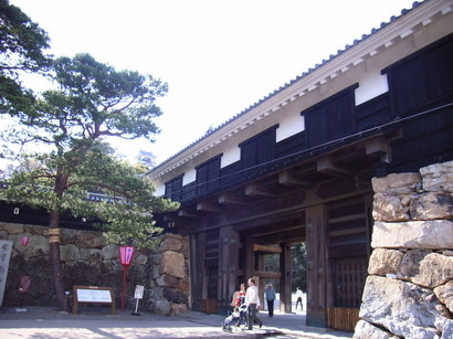 高知城の追手門と天守閣