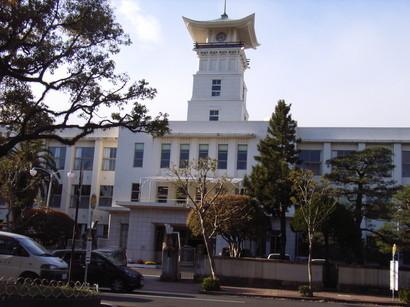 高知城天守閣のような時計台@追手筋沿いの学校