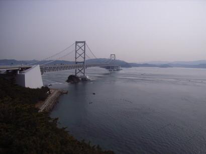 お茶園展望台から鳴門海峡を望む