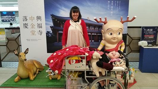 奈良駅。しかとせんとくんと一緒に写っている写真
