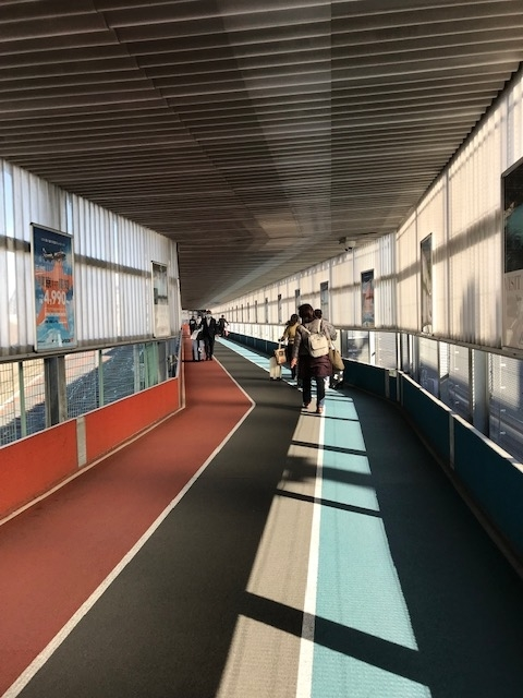 第三ターミナルへの長い道