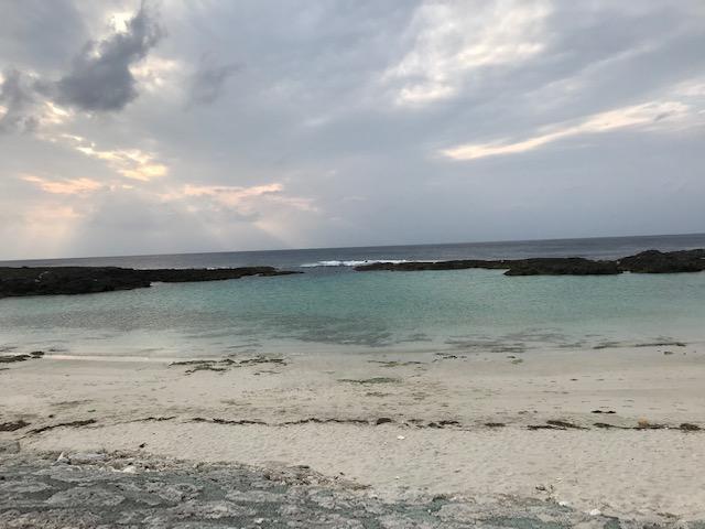 雲が多いスギラビーチ