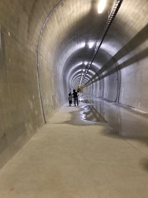 地下の巨大トンネル