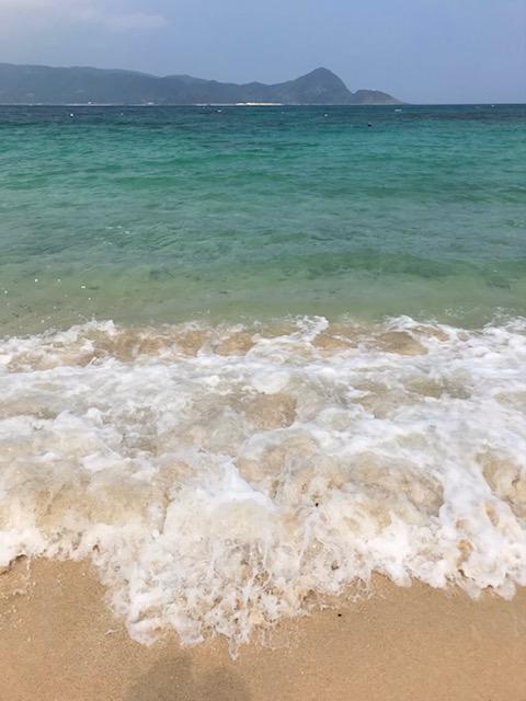 奄美の隠れ家ビーチ・美しい砂浜と波
