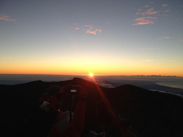 富士最高峰でのご来光その1