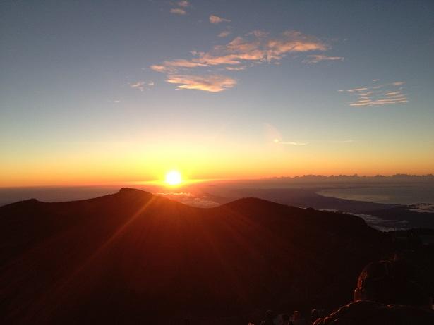 富士最高峰でのご来光その2