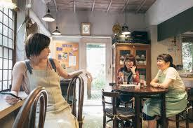 バイト先のカフェの常連まゆみちゃん