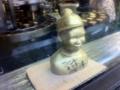 金のケミカル像