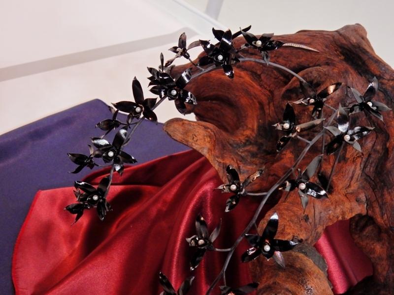 アート部門1いぶし銅彫金蘭