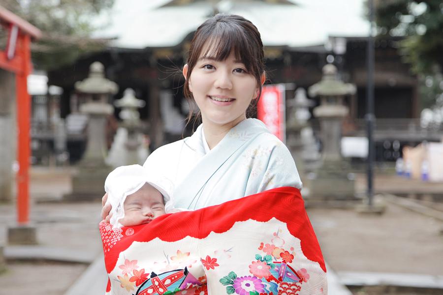 朝から雨模様となった3月上旬の平日。雑司ヶ谷・鬼子母神にて、かわいい女の子のお宮参りを出張撮影させていただきましたので、ご紹介いたします。