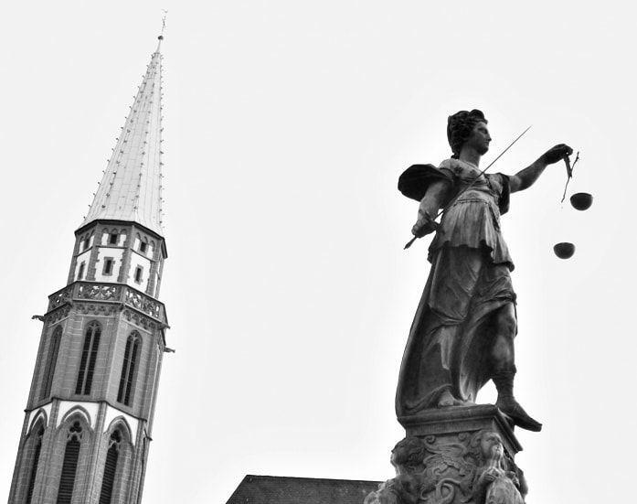 外形的公正性とテーミス、ユースティティア