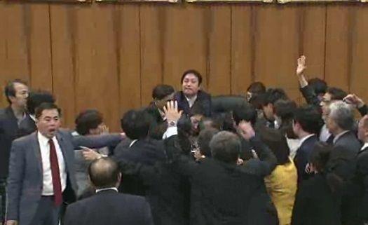 野党議員による速記原本強奪妨害