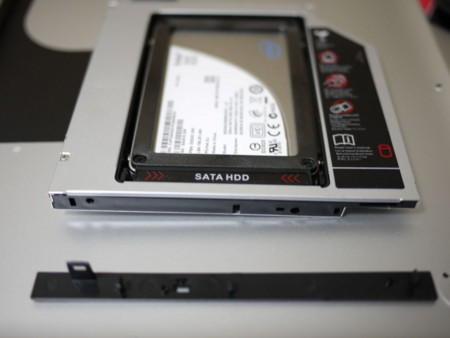 SSDをスリムドライブマウンタに装着