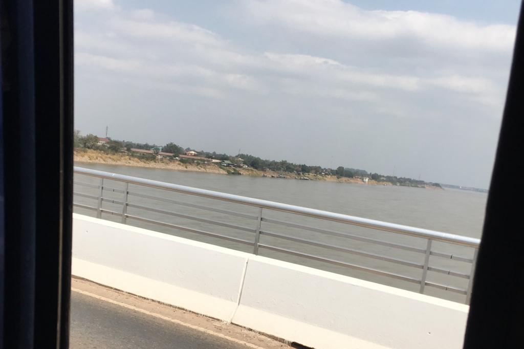 タイとラオスの国境の川
