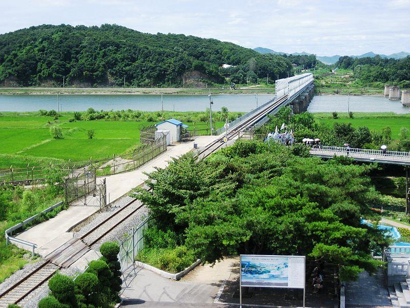 北朝鮮に向かう線路