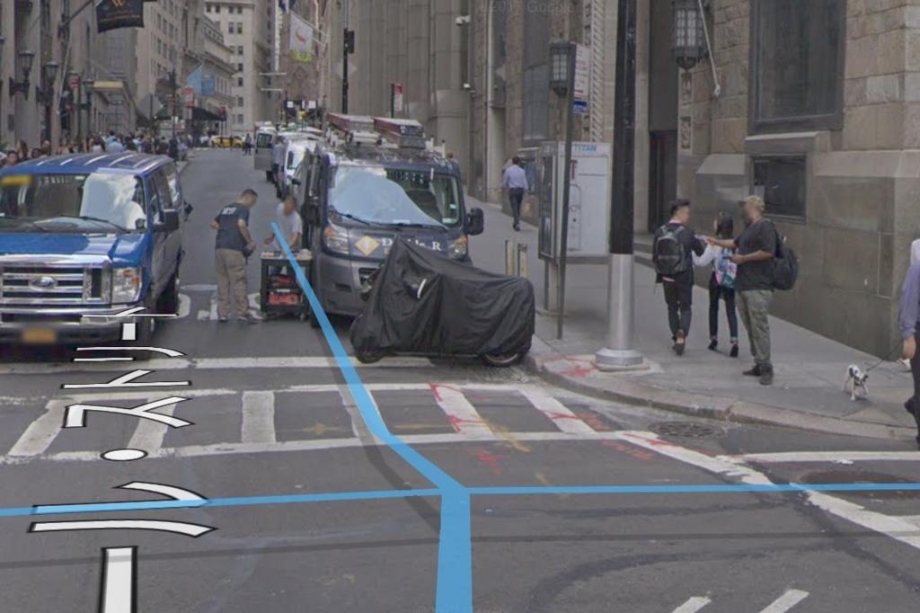 ストリートビューの道の上に表示される青い線