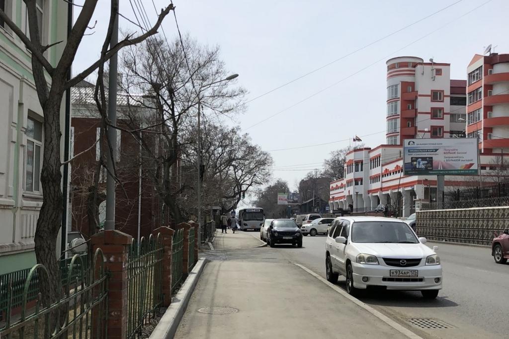 ウラジオストクの道とロシアらしい建物