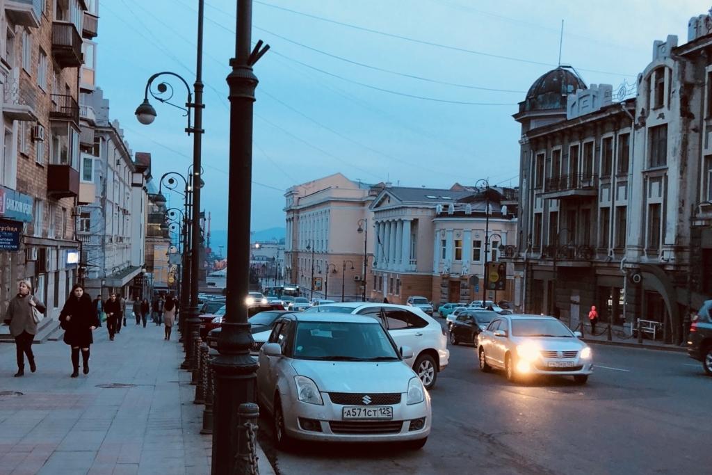 日が暮れたウラジオストクの街並み