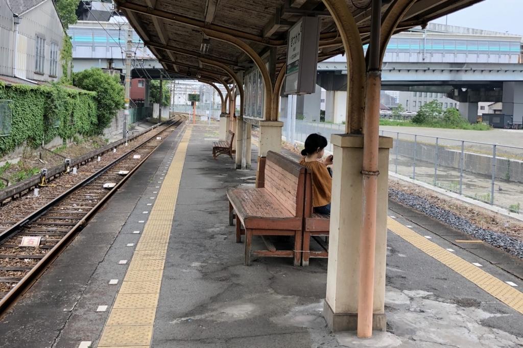汐見橋線木津川駅のホームの様子