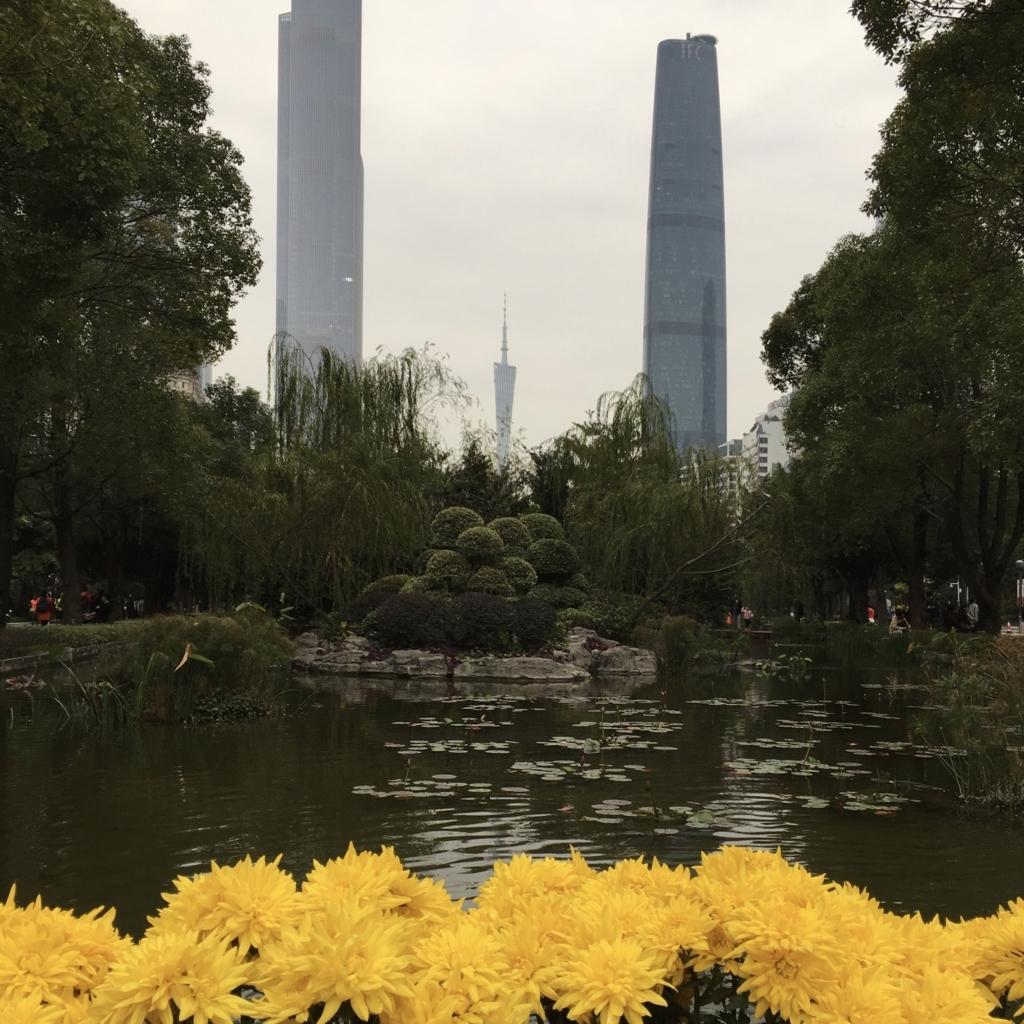 遠くからも見える高い建物