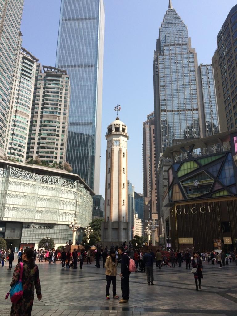 昼間の重慶の繁華街