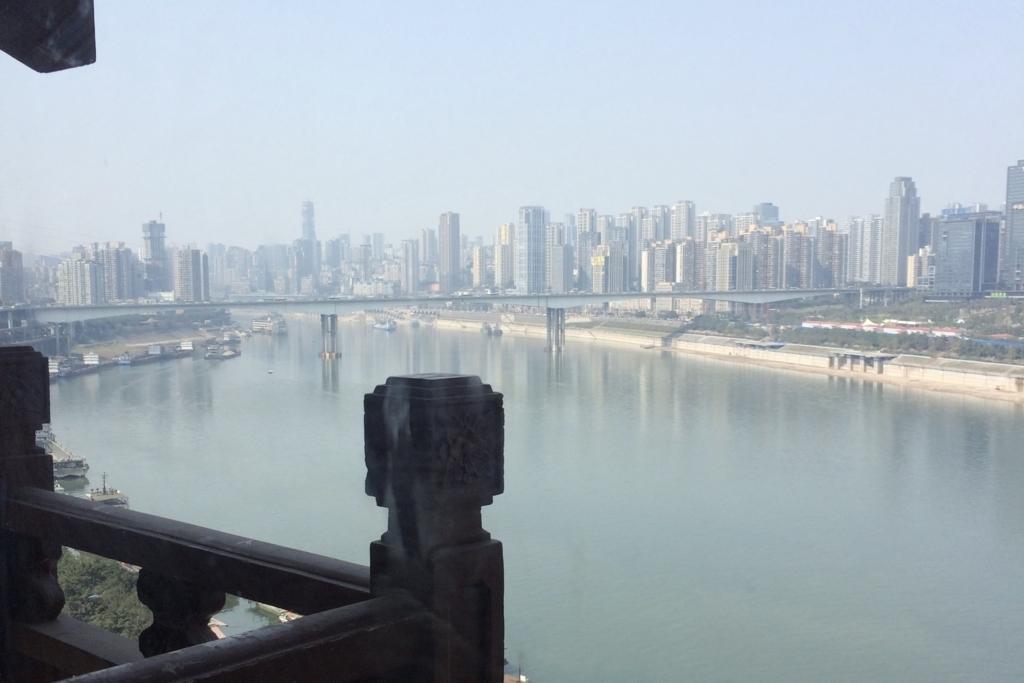 重慶の街の遠景