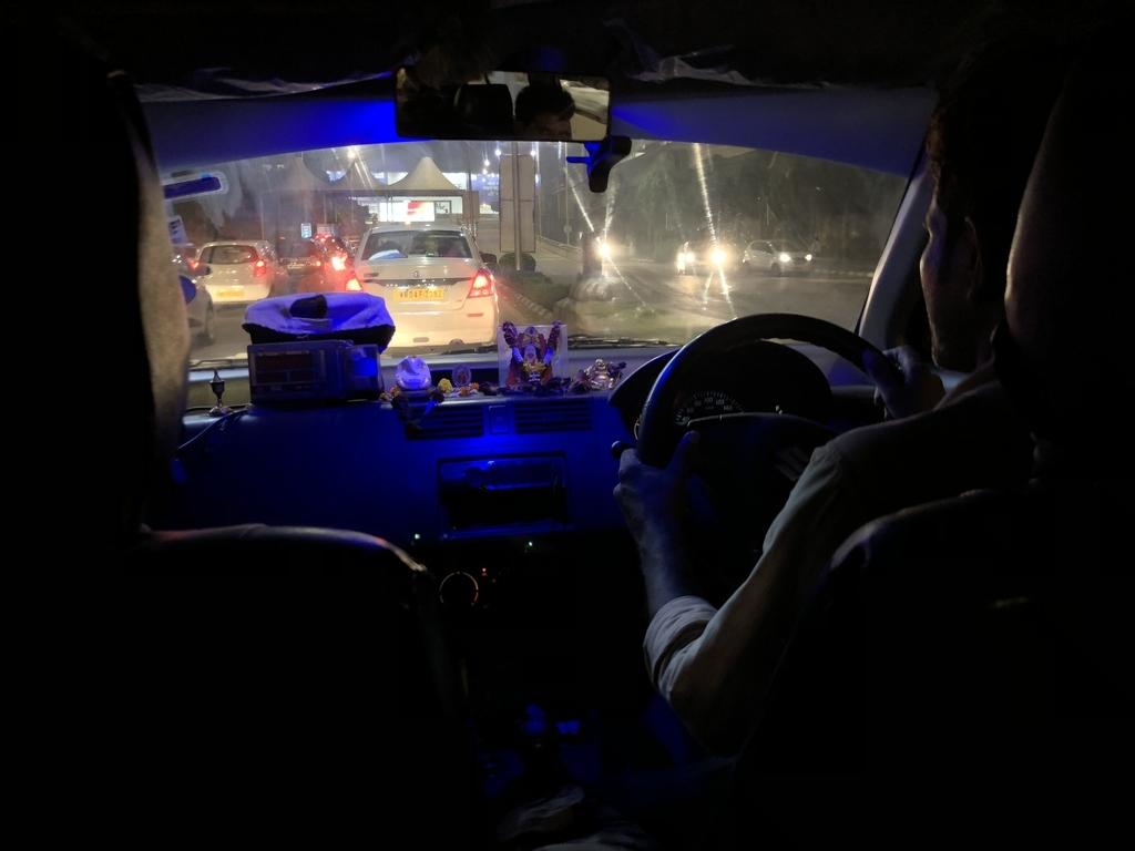 インドの怪しいタクシー