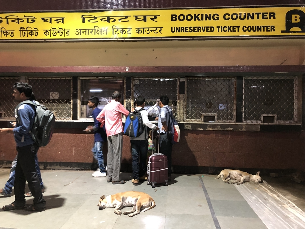 インドの鉄道の切符売り場