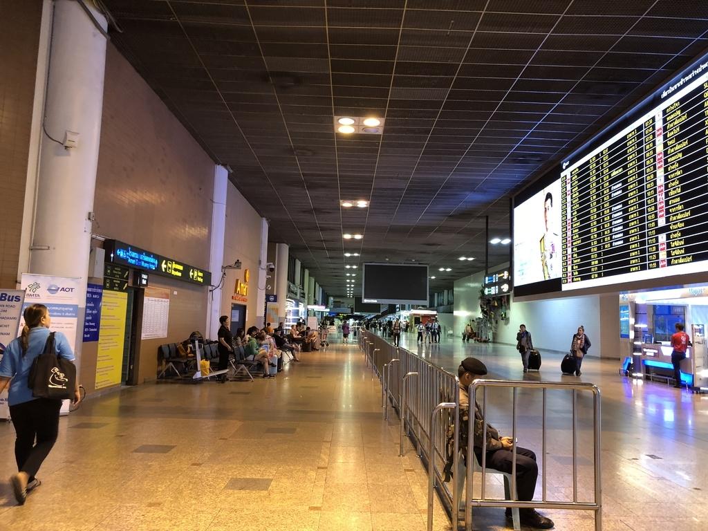 朝4時のドンムアン空港