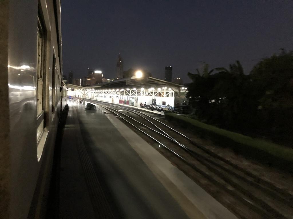 ターミナル感あふれるクルンテープ駅