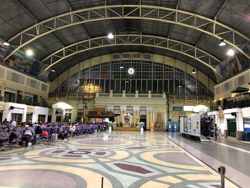 広々としたクルンテープ駅