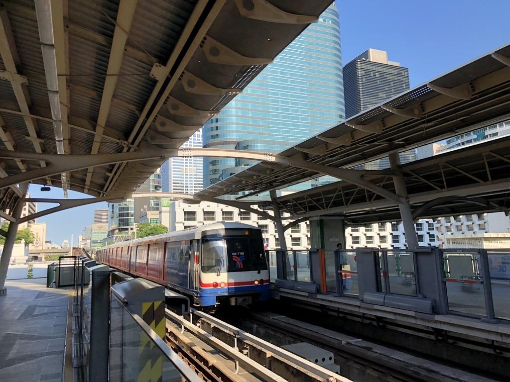 バンコクの近代的な都市鉄道