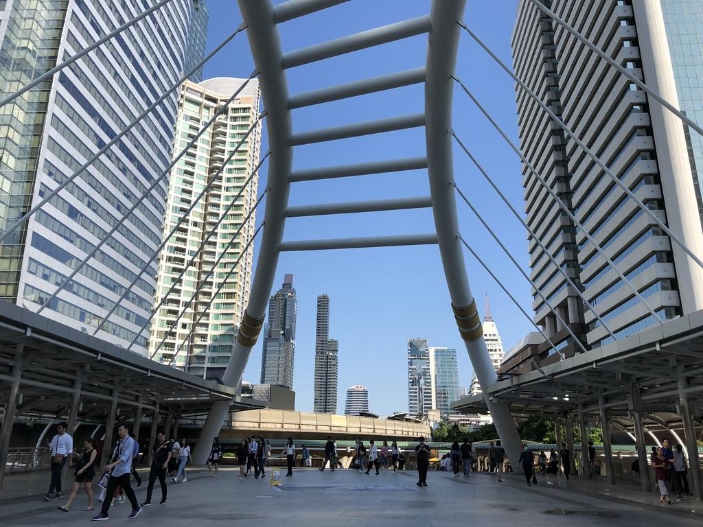 チョンノンシー Chong Nonsi駅前の歩道