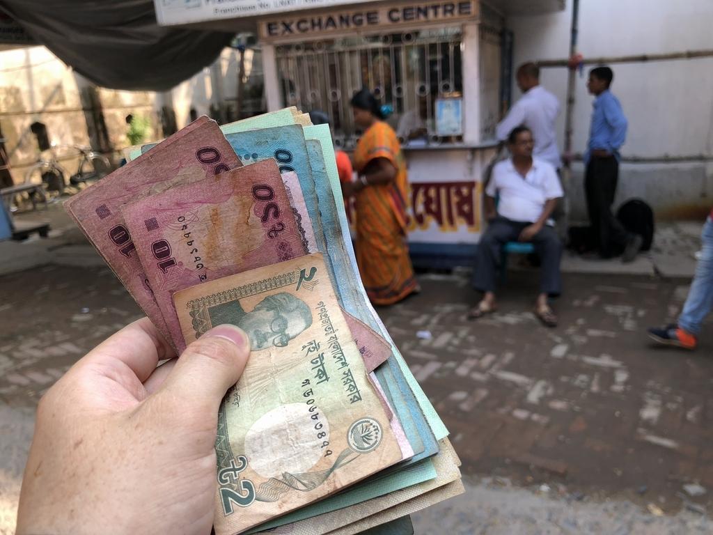 両替所でバングラデシュのお金をゲット