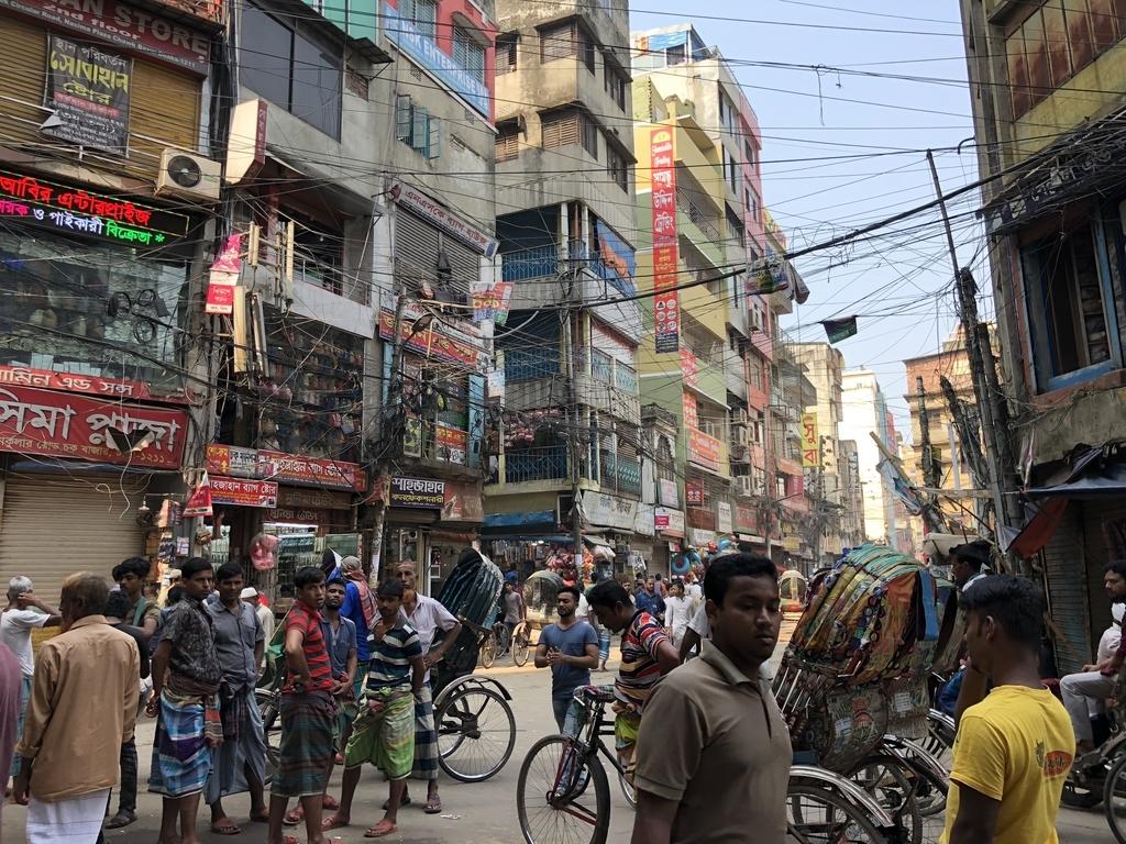 バングラデシュの混沌とした街並み