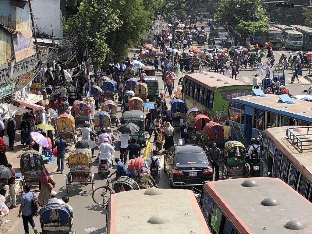 バングラデシュ・ダッカのカオスな道路