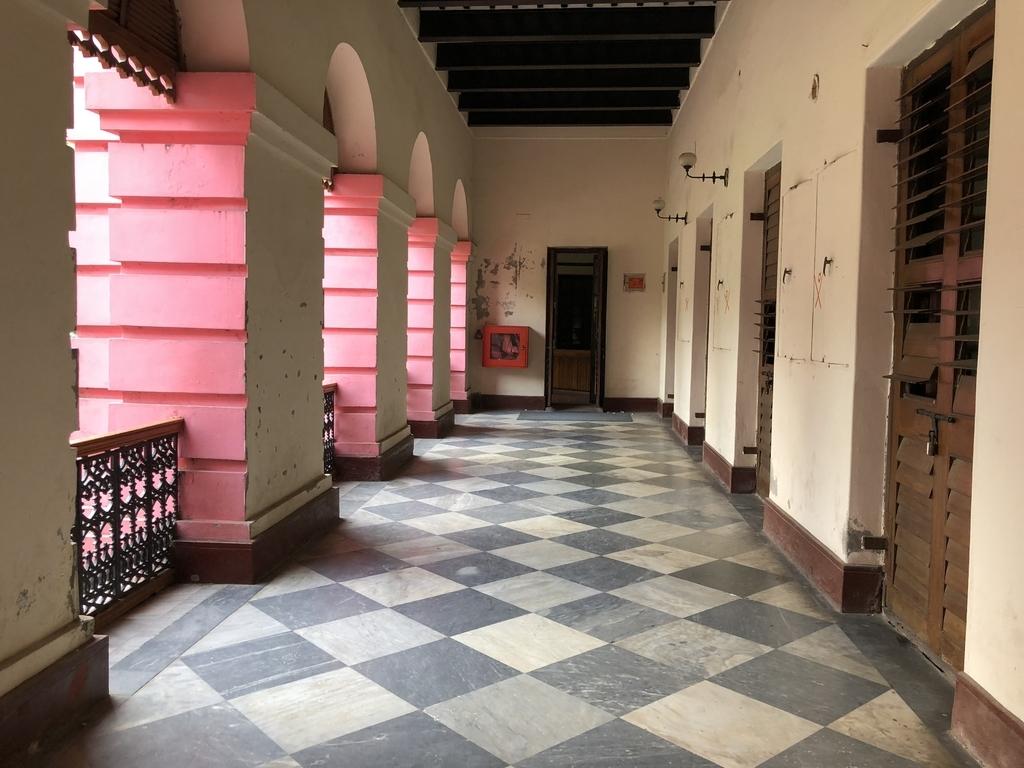 バングラデシュのピンクの王宮のベランダ