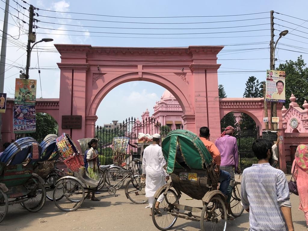 ピンクの王宮Ahsan Manzilの入り口